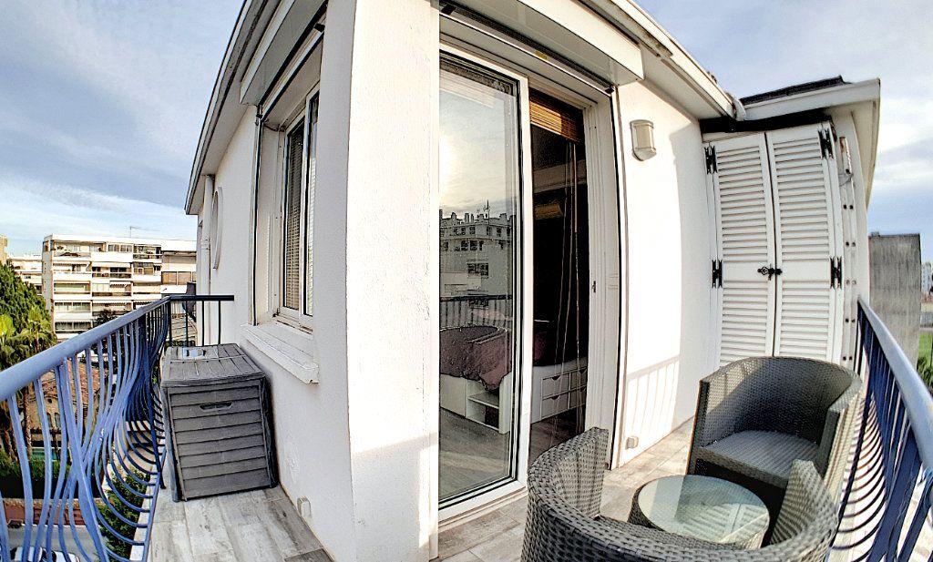 Appartement à vendre 4 84.17m2 à Cannes vignette-5