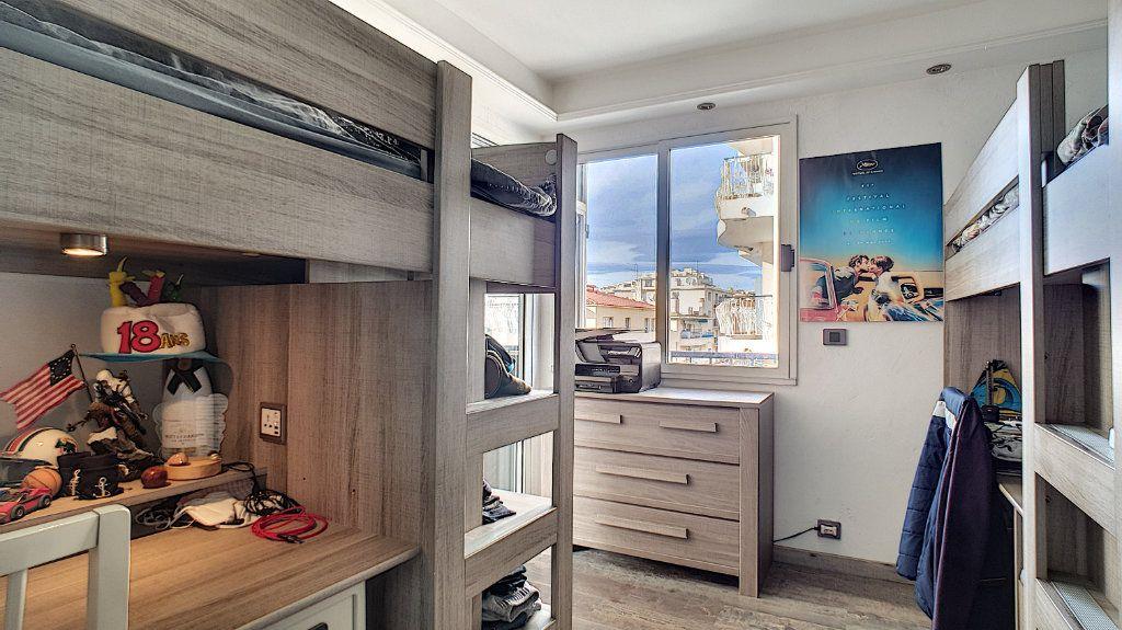 Appartement à vendre 4 84.17m2 à Cannes vignette-10