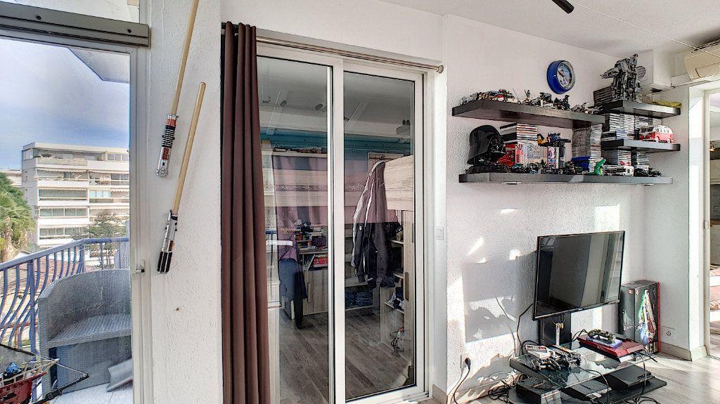 Appartement à vendre 4 84.17m2 à Cannes vignette-14