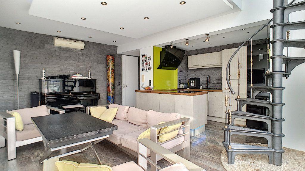 Appartement à vendre 4 84.17m2 à Cannes vignette-16
