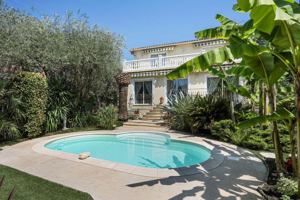 Maison à vendre 5 205m2 à Cannes vignette-4