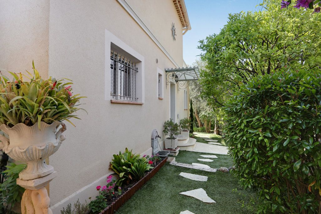 Maison à vendre 5 205m2 à Cannes vignette-6