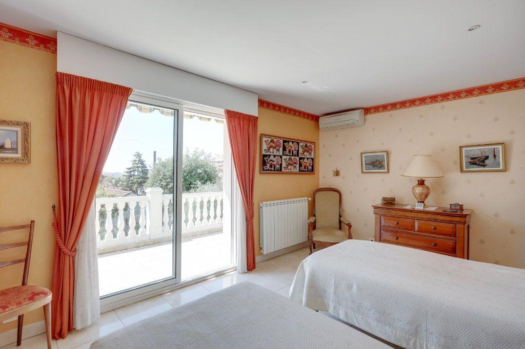 Maison à vendre 5 205m2 à Cannes vignette-12