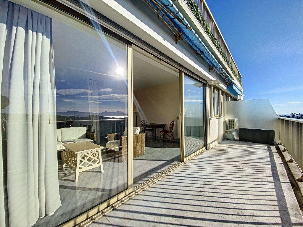 Appartement à vendre 2 58.26m2 à Cannes vignette-2