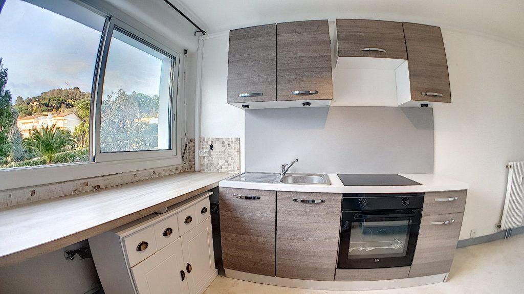Appartement à vendre 4 97.24m2 à Cannes vignette-12