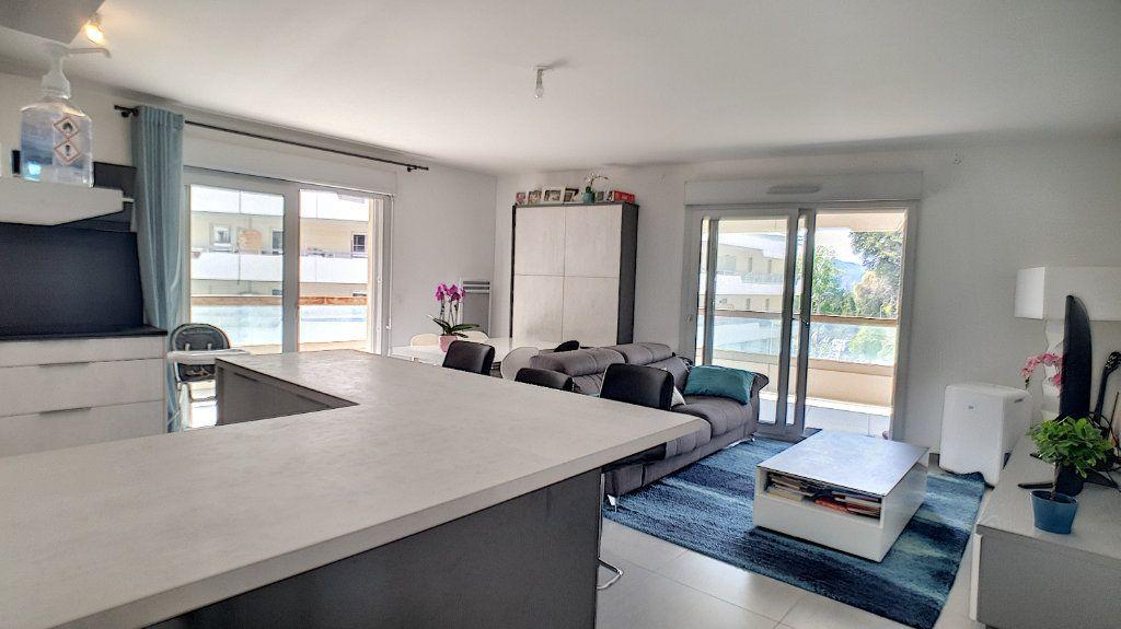 Appartement à vendre 3 66.26m2 à Cannes vignette-1