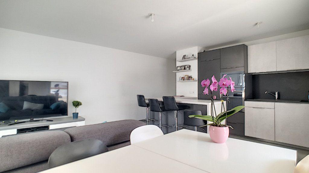 Appartement à vendre 3 66.26m2 à Cannes vignette-2