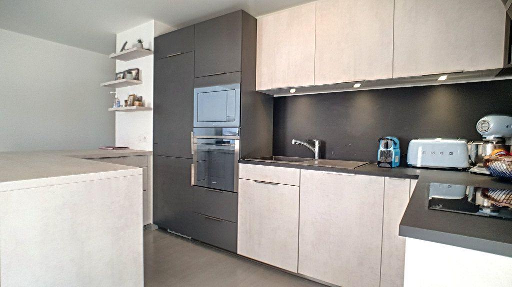 Appartement à vendre 3 66.26m2 à Cannes vignette-4