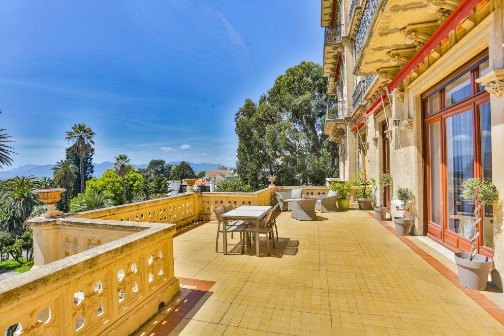 Appartement à vendre 3 121.97m2 à Cannes vignette-1