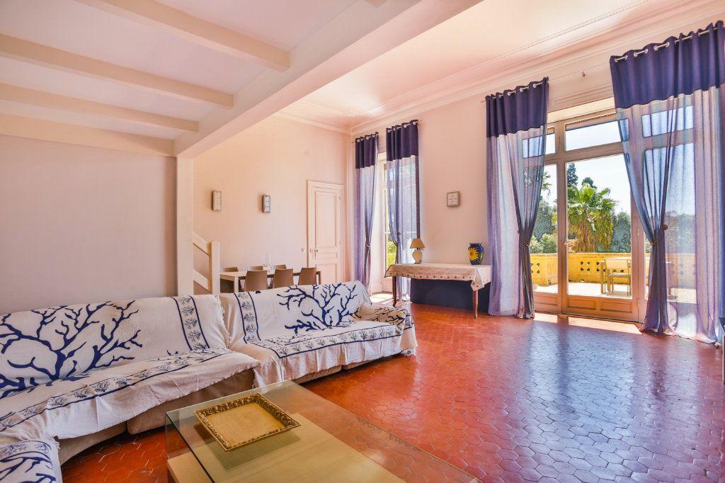 Appartement à vendre 3 121.97m2 à Cannes vignette-2