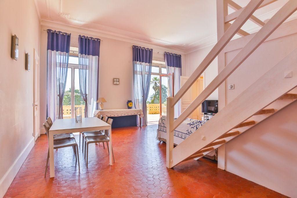 Appartement à vendre 3 121.97m2 à Cannes vignette-6