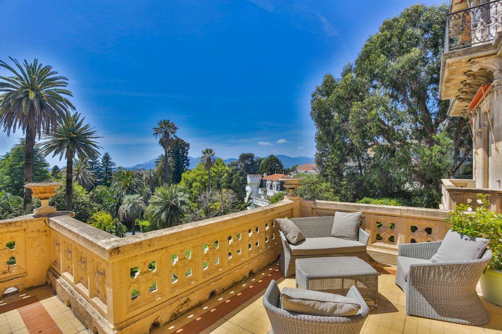 Appartement à vendre 3 121.97m2 à Cannes vignette-11