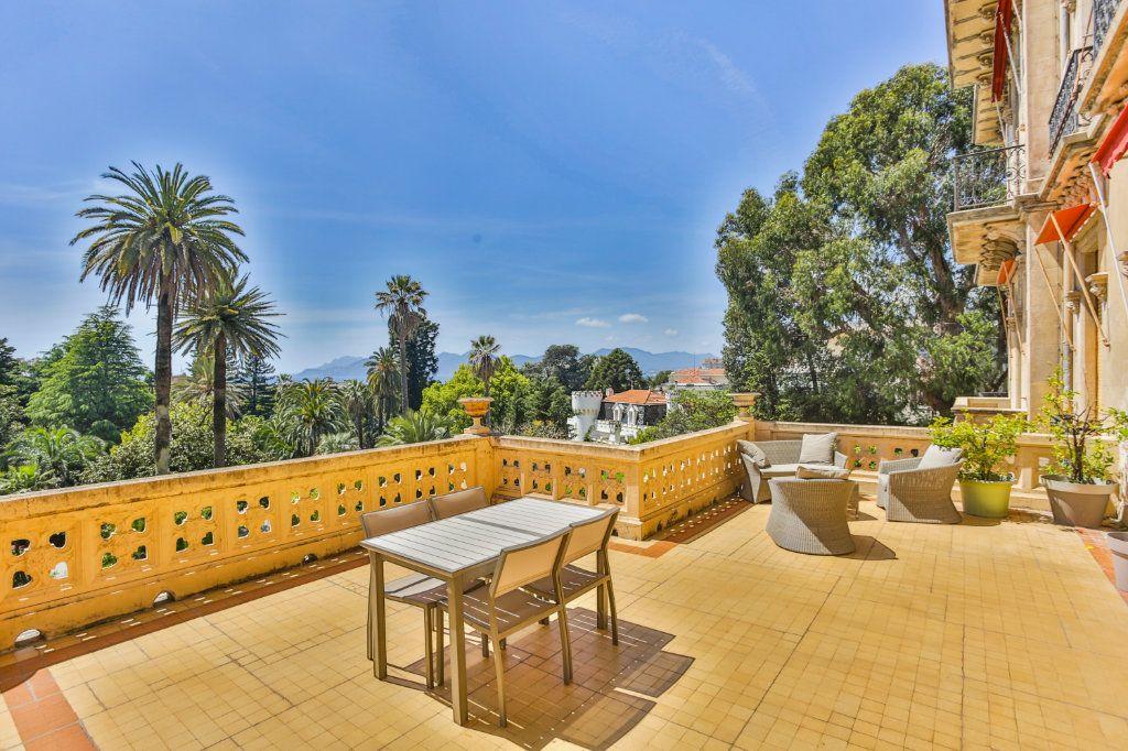 Appartement à vendre 3 121.97m2 à Cannes vignette-14