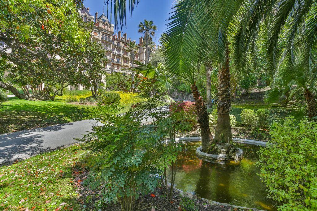 Appartement à vendre 3 121.97m2 à Cannes vignette-16