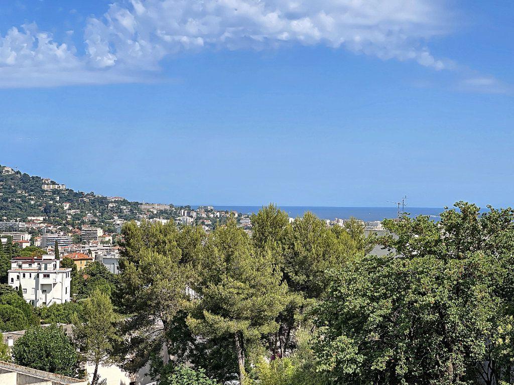 Appartement à vendre 3 66.92m2 à Cannes vignette-2
