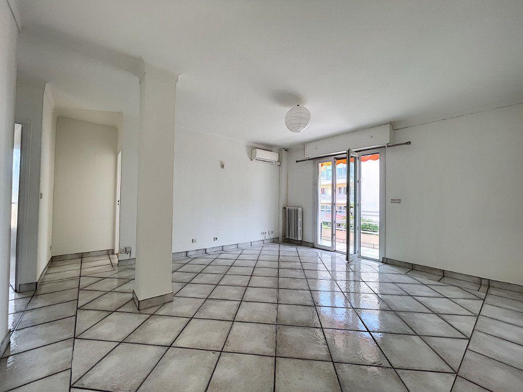 Appartement à vendre 3 66.92m2 à Cannes vignette-4