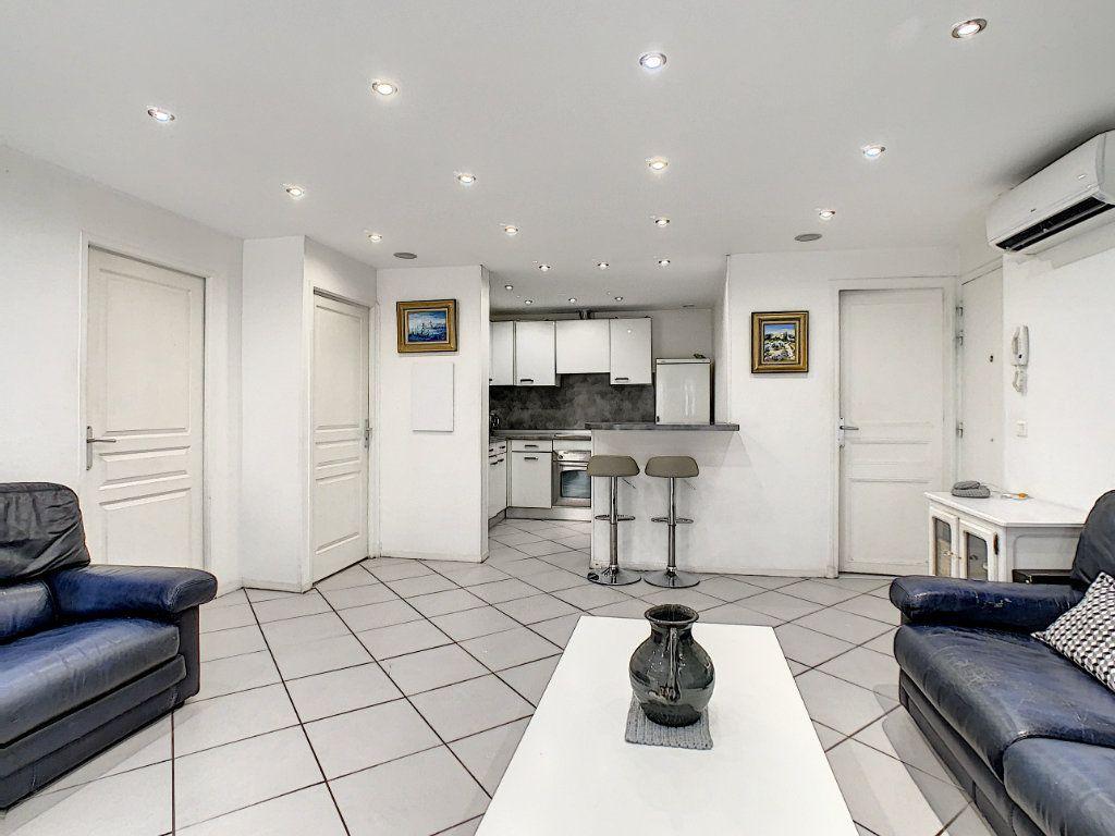 Appartement à vendre 3 52.4m2 à Cannes vignette-2