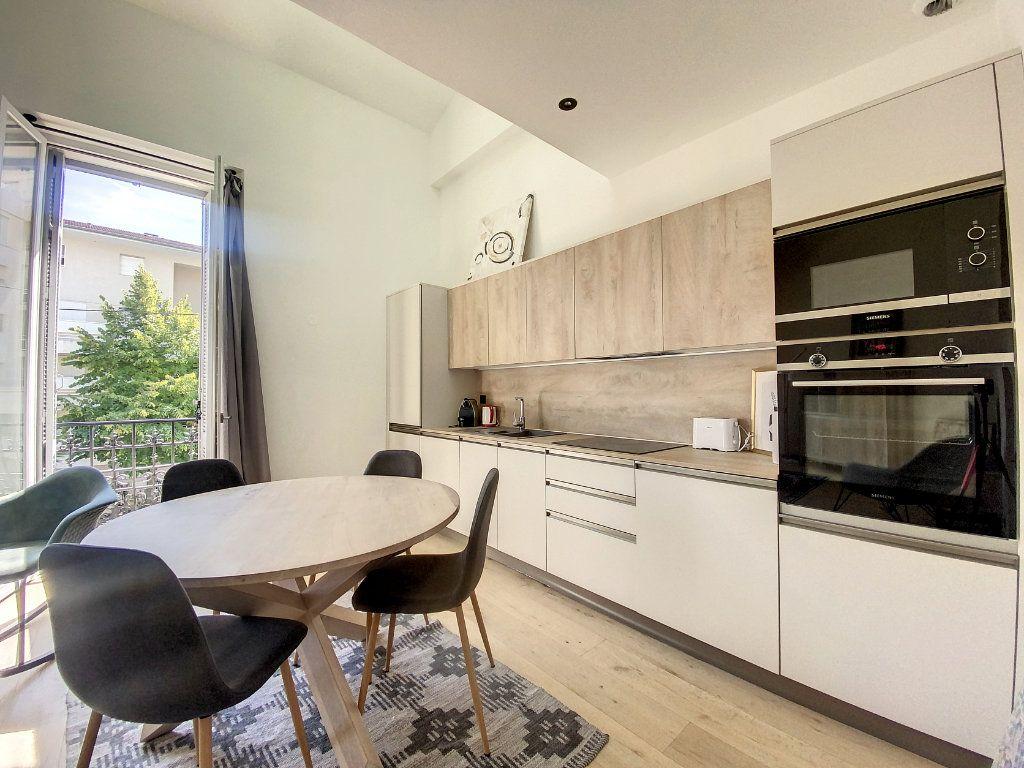 Appartement à vendre 3 60.81m2 à Cannes vignette-3