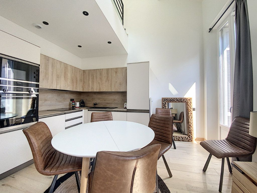 Appartement à vendre 3 61m2 à Cannes vignette-2