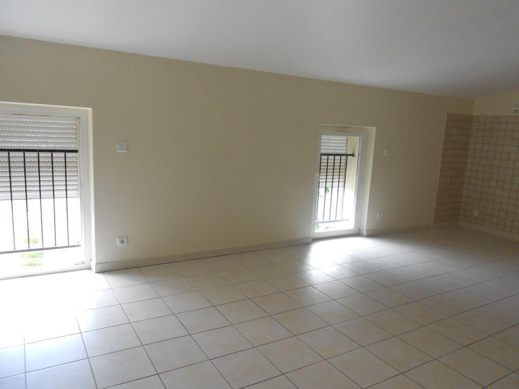 Appartement à louer 3 57.74m2 à Gaillac vignette-2