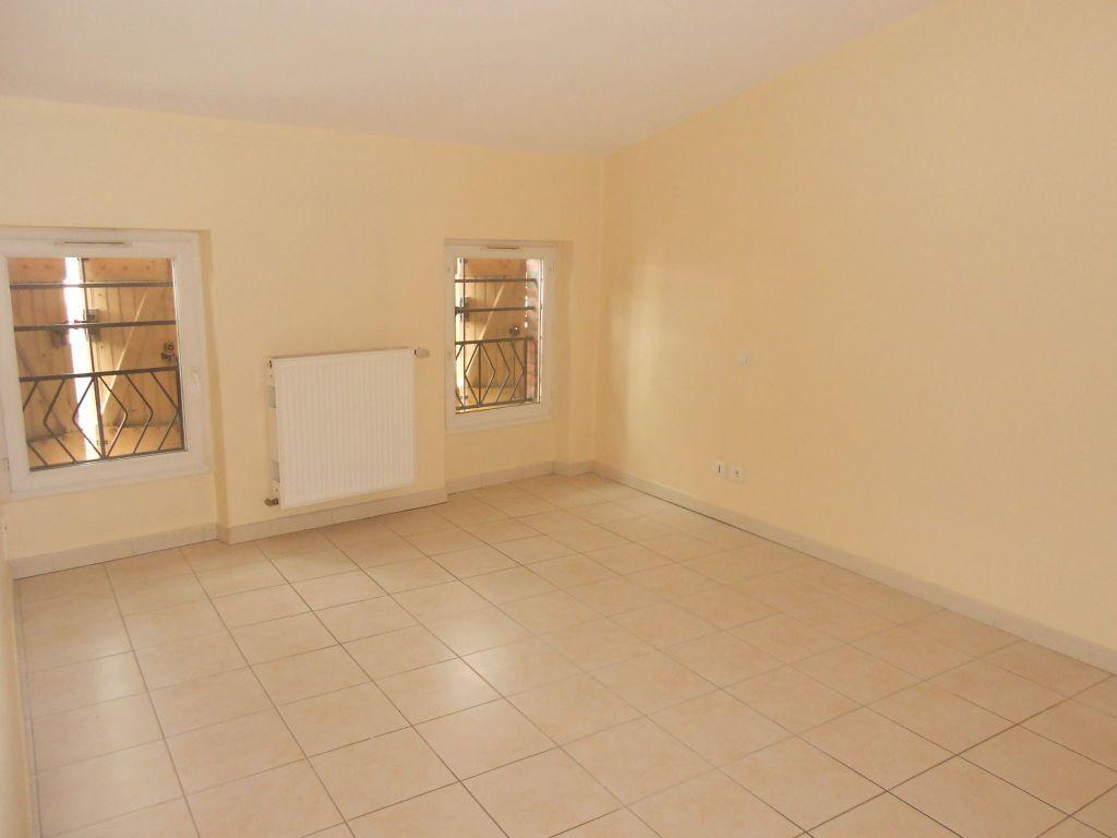 Appartement à louer 3 57.74m2 à Gaillac vignette-3