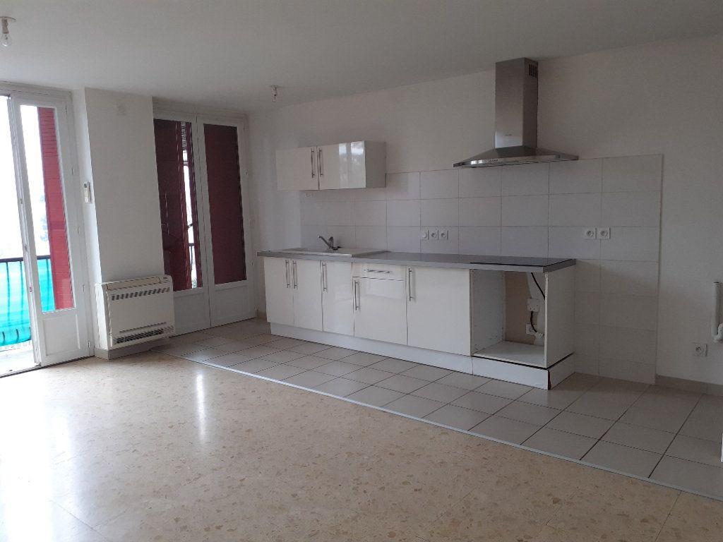 Appartement à louer 3 63m2 à Graulhet vignette-1
