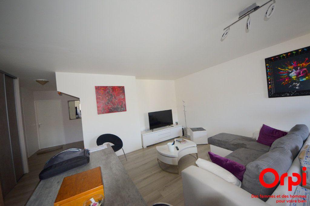 Appartement à louer 5 98.92m2 à Saint-Pierre-du-Perray vignette-1