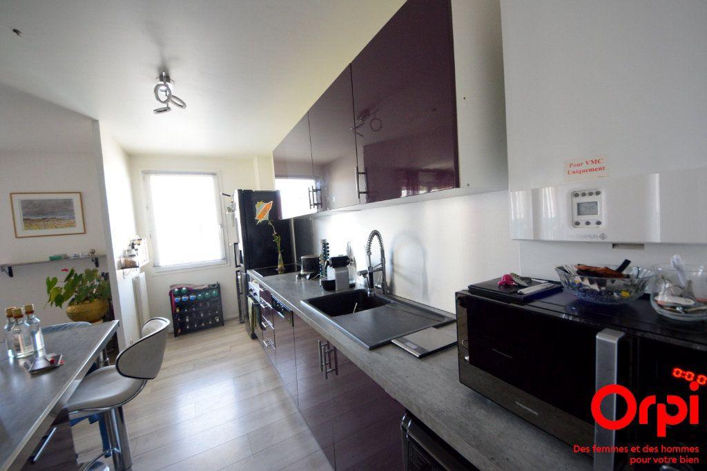 Appartement à louer 5 98.92m2 à Saint-Pierre-du-Perray vignette-2