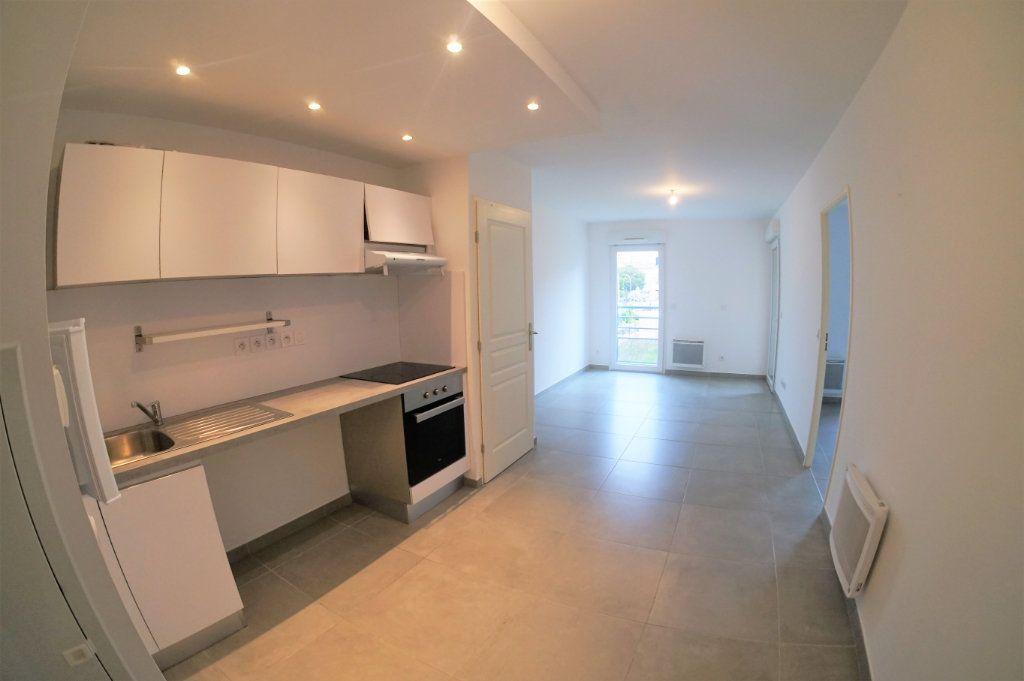 Appartement à louer 3 53.94m2 à Marseille 5 vignette-1