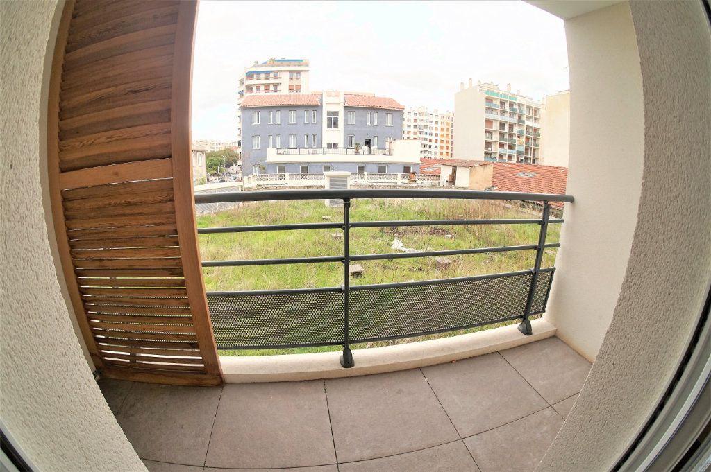 Appartement à louer 3 53.94m2 à Marseille 5 vignette-2