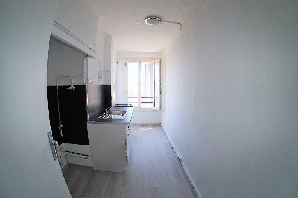 Appartement à louer 3 48m2 à Marseille 4 vignette-3