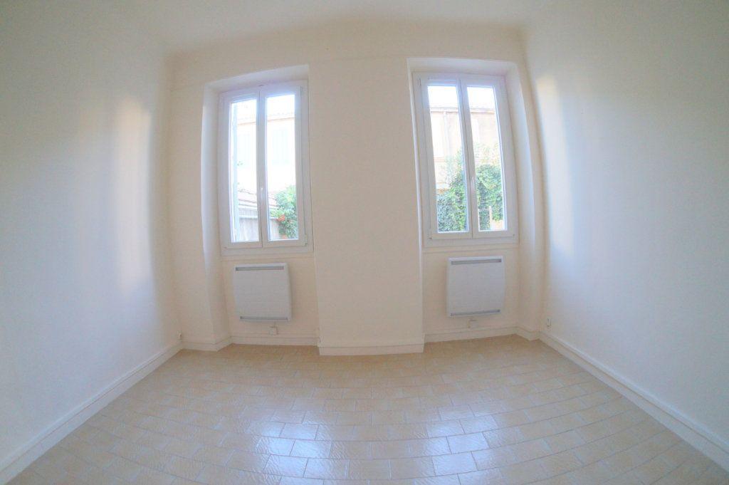 Appartement à louer 2 37m2 à Marseille 4 vignette-2