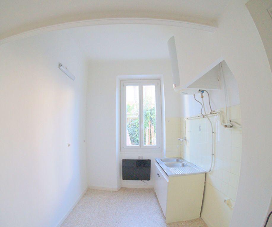 Appartement à louer 2 37m2 à Marseille 4 vignette-3