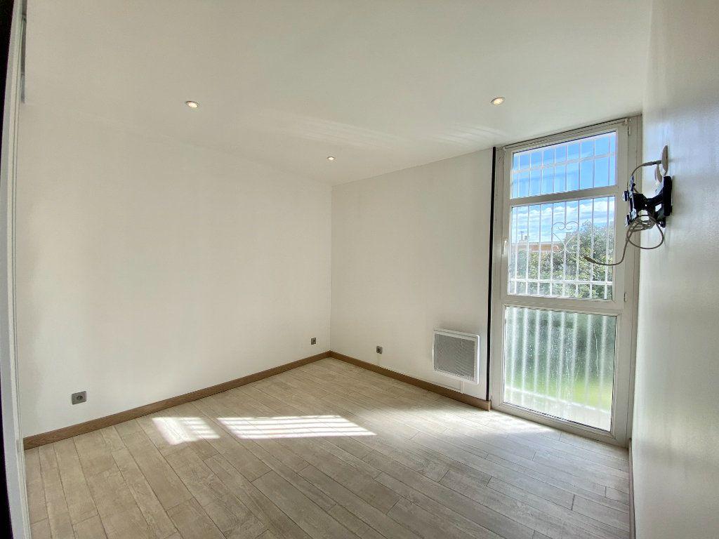 Appartement à louer 3 51.5m2 à Marseille 14 vignette-3