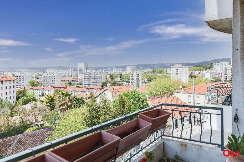 Appartement à louer 3 91m2 à Marseille 4 vignette-1