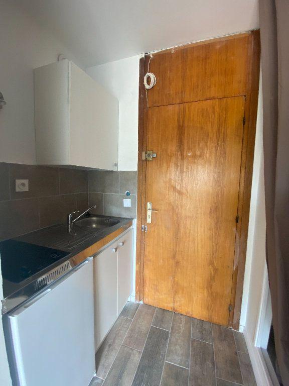 Appartement à louer 1 24m2 à Marseille 10 vignette-2