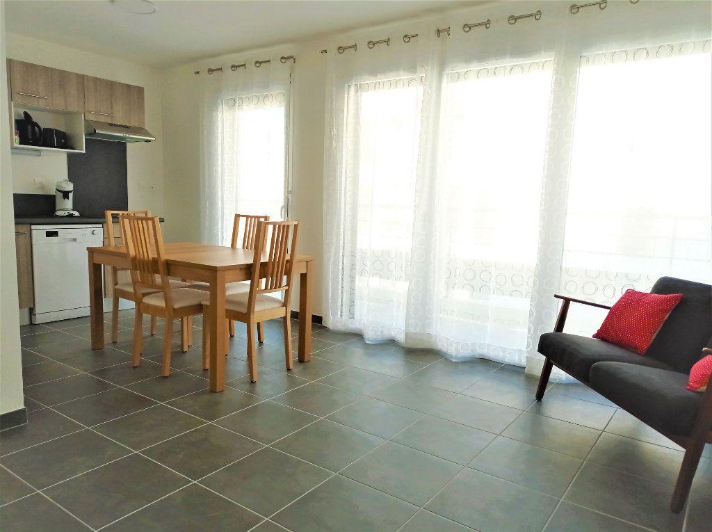 Appartement à louer 3 62m2 à Bordeaux vignette-2