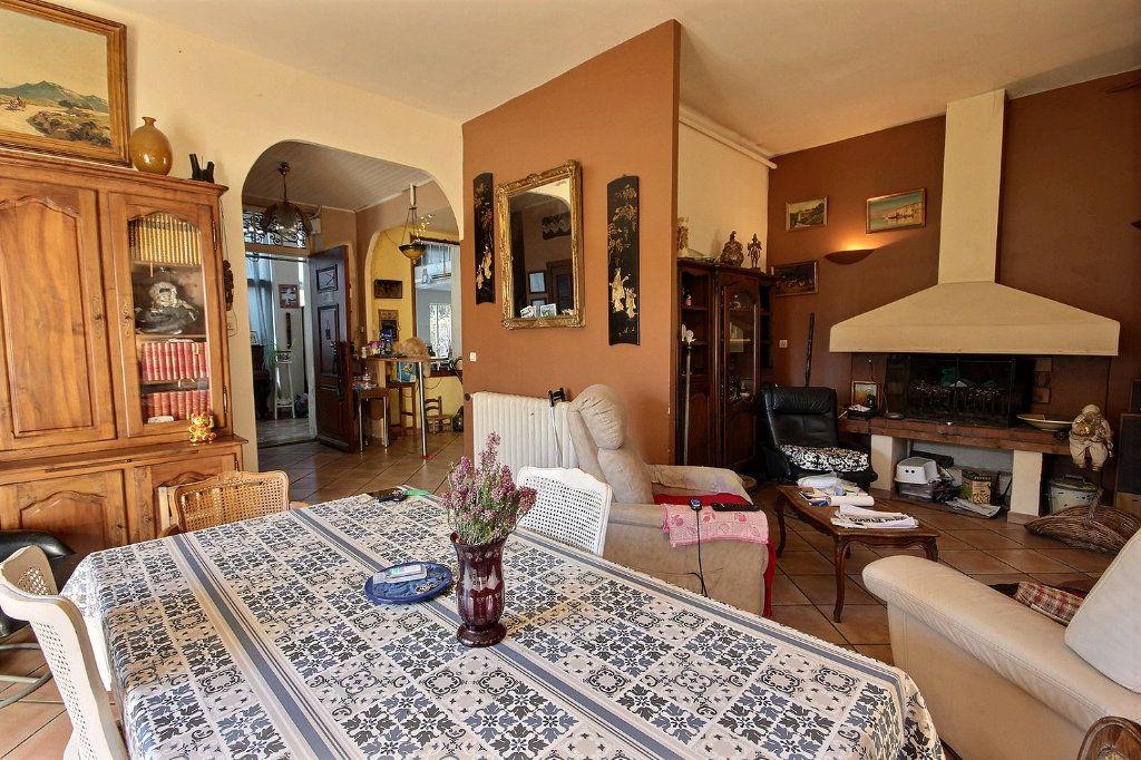 Maison à vendre 6 220m2 à Marseille 11 vignette-3