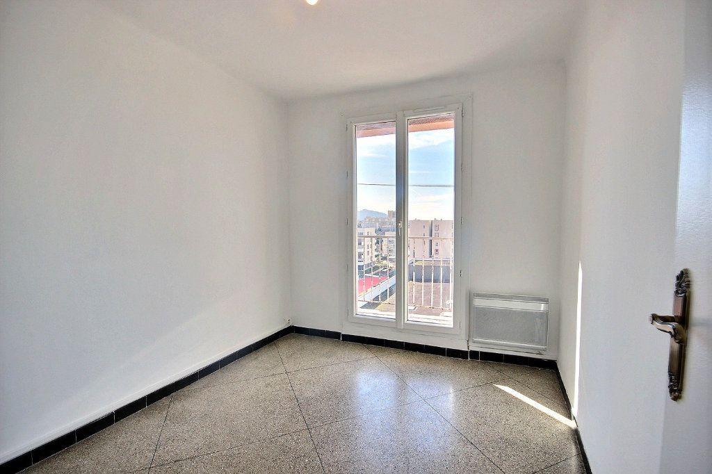 Appartement à vendre 4 62m2 à Marseille 10 vignette-4