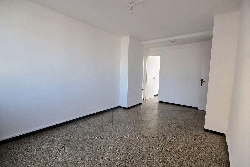 Appartement à vendre 4 62m2 à Marseille 10 vignette-9