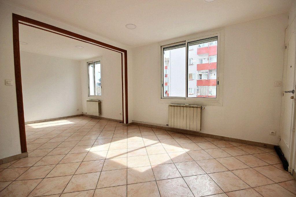Appartement à louer 2 40.96m2 à Marseille 4 vignette-2