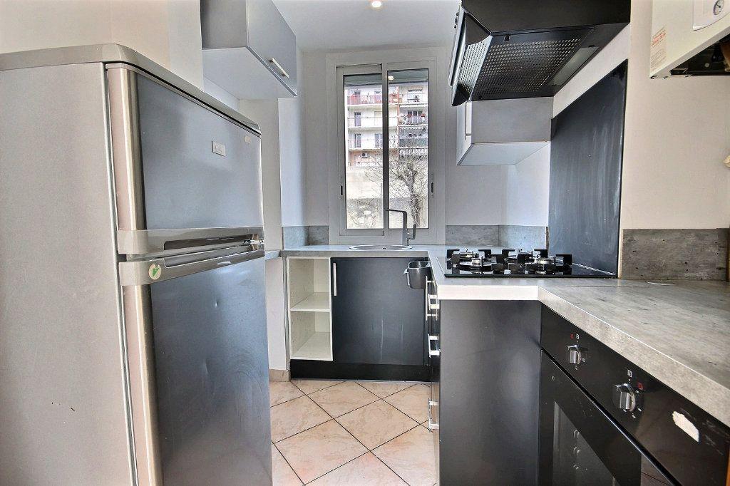 Appartement à louer 2 40.96m2 à Marseille 4 vignette-3