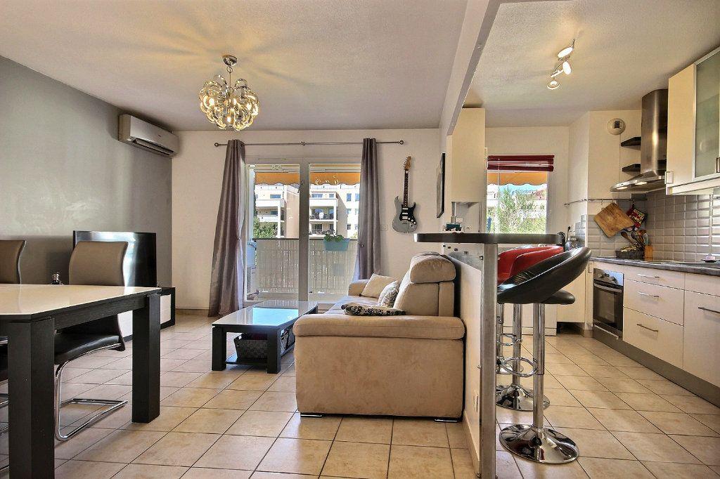 Appartement à louer 2 46.66m2 à Marseille 11 vignette-2