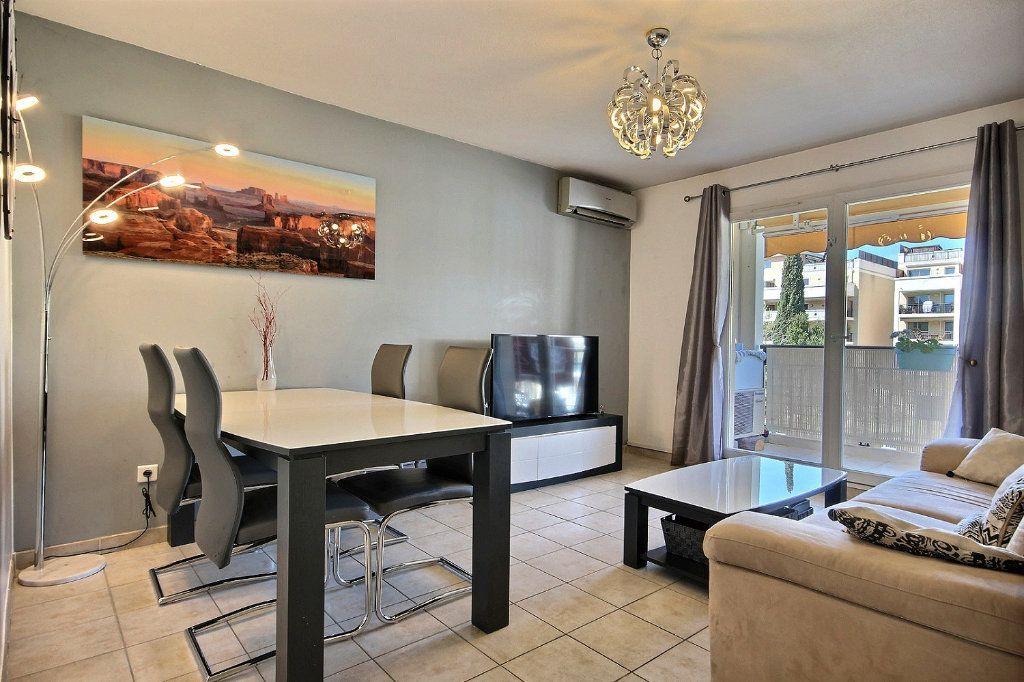 Appartement à louer 2 46.66m2 à Marseille 11 vignette-3