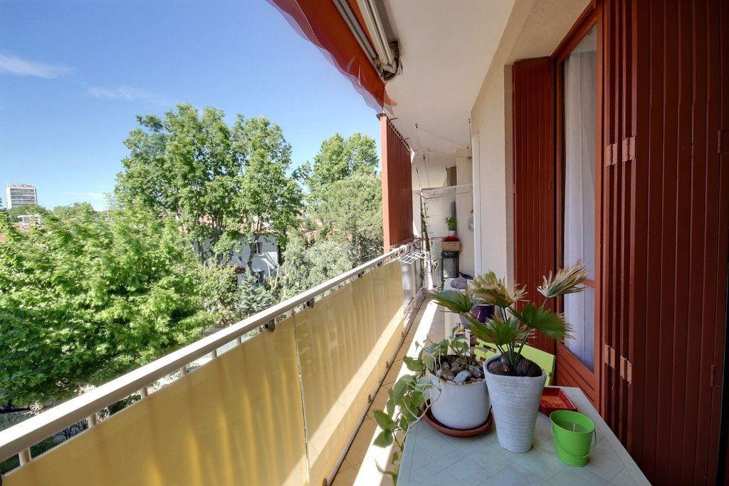 Appartement à vendre 3 68.38m2 à Marseille 12 vignette-2
