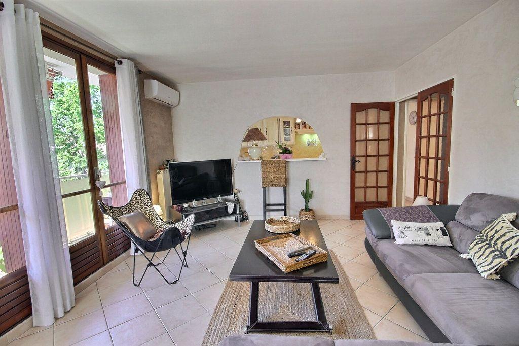 Appartement à vendre 3 68.38m2 à Marseille 12 vignette-3