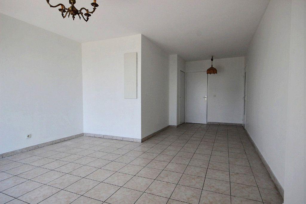 Appartement à louer 3 58.35m2 à Marseille 12 vignette-4