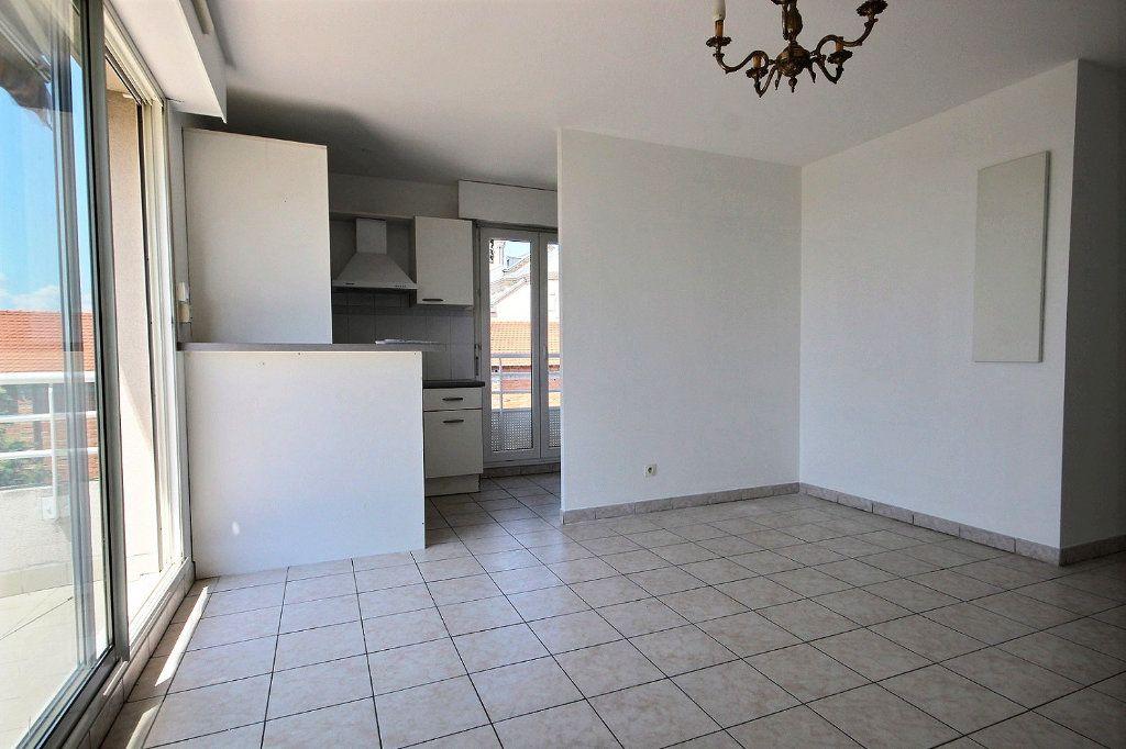Appartement à louer 3 58.35m2 à Marseille 12 vignette-5