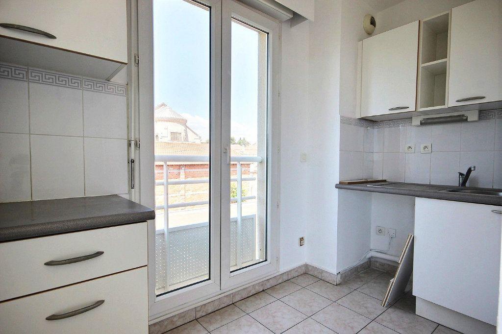 Appartement à louer 3 58.35m2 à Marseille 12 vignette-6