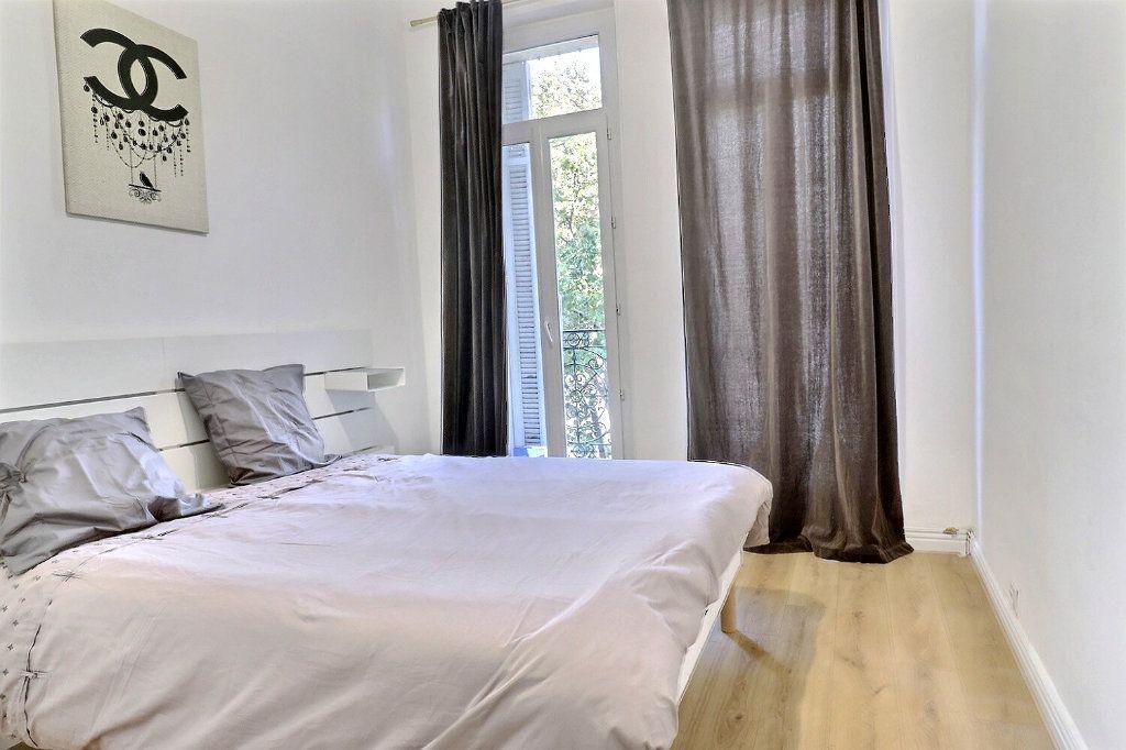 Appartement à vendre 3 54m2 à Marseille 8 vignette-3